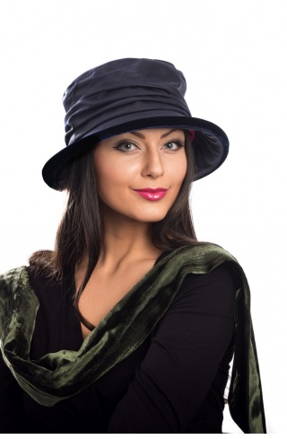 kathleen-mcauliffe-rainhat-wax-cotton-wide-classic1